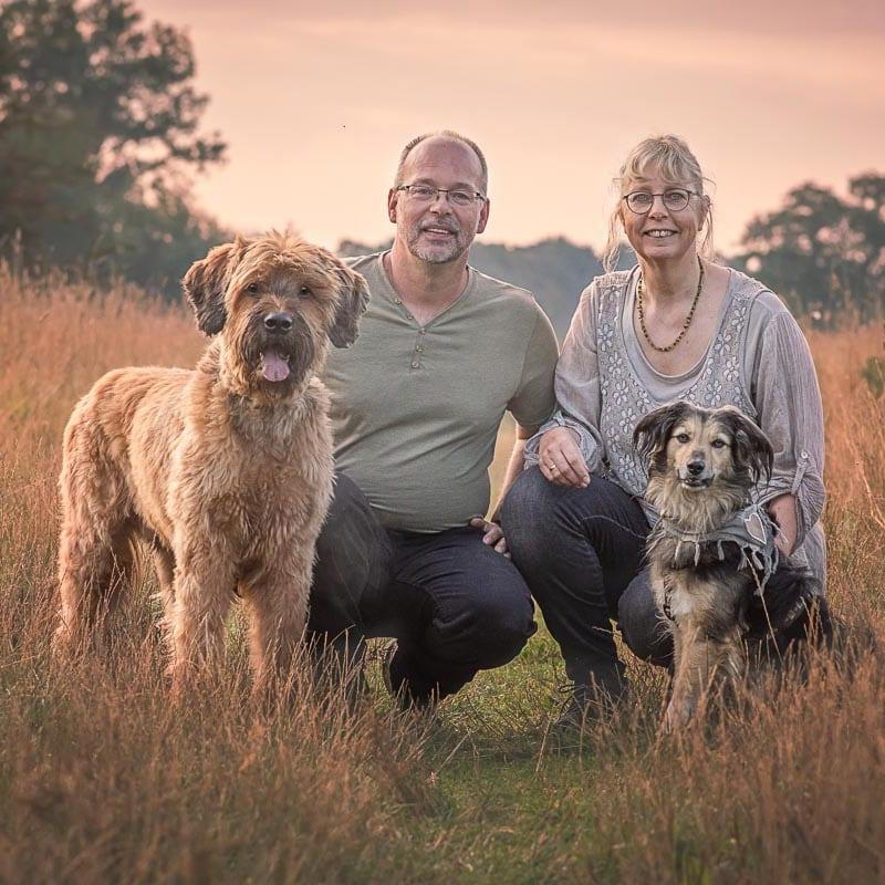Reico Vertriebspartner Sonja und André Teßen mit Ihren Hunden